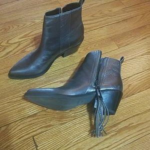 Guess talza boots size 7